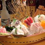浜の水産 - 料理写真:名物!海鮮浜水舟盛り