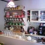 cafe JAM - カウンター内、カントリー調で可愛い♡