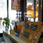 道の駅 みつ シーサイドレストラン 魚菜屋 - 内観写真:2012.3.17 店内(カウンター)