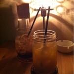ボート カフェ - マンゴージュース(手前)とティーソーダ