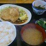 キッチン・カフェ ばる - 熱々の御料理とお味噌汁 価値が有りますね。