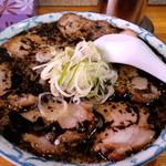 熊本ラーメン都来 - 真っ黒なマー油の浮いた、チャーシュー麺