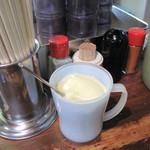 ふきや - ふきやのお好み焼きに重要なアイテム。酸味の少ないマイルドなマヨネーズ。