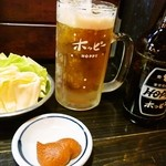 串屋横丁 - ホッピー(黒)とお通し(キャベツ)