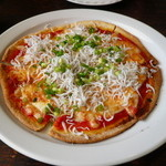 キクチ - シラスのピザ