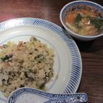 ハタケマメヒコ飯店 - 飯店風菜飯、酸味のあるスープ
