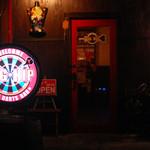 ビッグヒップ - 看板とドア