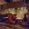 ディグミーアウト・アート・アンド・ダイナー - 内観写真:ゆったりソファのBOX席はバースデイのお祝いにおすすめ!
