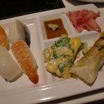 Green'sK鉄板ビュッフェ - お寿司、オムレツ、ギョウザ