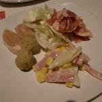 Green'sK鉄板ビュッフェ - 焼き用豚肉鶏肉、焼き用野菜、マカロニサラダ