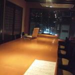 日乃丸酒場  うのすけ - シックな雰囲気のカウンター席