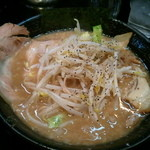 豚人 - とことんこつ細麺(700円)