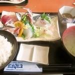 いとう漁協直営 漁師めしや 波魚波 - 地魚刺身定食