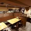 勝烈亭 - 内観写真:1階のテーブル席です。