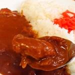 大沢食堂 - よく煮込まれた鳥の胸肉が入っています。