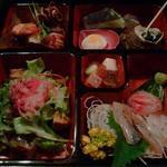 アジアン港宿 遊海月 - お重の夕食。
