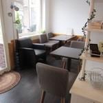 Lien - またお店の中にはカフェコーナーも併設してあるので美味しいケーキをその場で食べる事が出来ますよ。