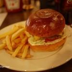 シェイクツリー - ランチのチーズバーガー(ポテト付)