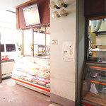 cafeロジウラのマタハリ春光乍洩 - カフェの近くにあるお肉屋さん。