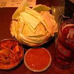 味ん味ん - 料理写真:自家製キムチとブツ切りキャベツ