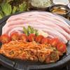 韓国屋台 豚大門市場 - 料理写真:サムギョプサルセット。焼いたトマトと一緒に食べると美味。おかわり無料です。