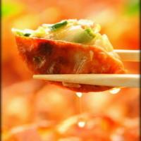 江戸東京小岩 創業昭和十一年 餃子の老舗 中華料理 永楽 - 東京餃子大人気1位      あっ肉汁が こぼれ落ちる・・・