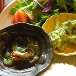 かえるcafe - サラダもたっぷり山盛りだし、副菜が3品もあるのが嬉しいね。