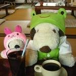かえるcafe - 食後のお飲み物。コーヒーのホットとアイスだよ。ボリュームたっぷりのランチでお腹がいっぱい!!