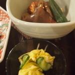 伊千兵衛 dining - ランチ 付け合わせ 煮物と漬け物