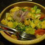 うまかぁ~黒豚と肴料理 まん - アボガドとプリプリ海老の美肌サラダ