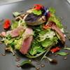 シェ オリビエ - 料理写真:仏産仔鴨の燻製のサラダ、フォアグラのせ