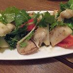 トラットリア アッカ - タイラギ貝炙りのサラダ
