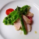 キュイエール・ダルジャン - 北信黄金しゃもと春野菜のサラダ