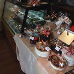 キュイエール・ダルジャン - ケーキやフランス菓子がいっぱい