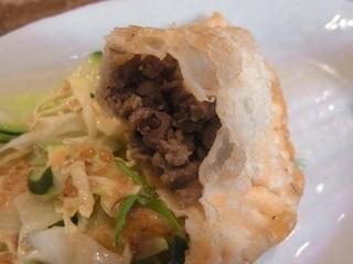 パラグアイ&韓国の屋台 友(チング) - 牛肉のエンパナーダはジューシー