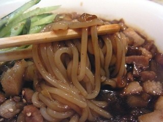 パラグアイ&韓国の屋台 友(チング) - パスタ感覚の韓国麺、チャージャンメン