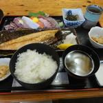 まるみや - 4番定食(刺身、焼き魚) \1,155