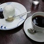 カフェ・ド・ラペ - レアチーズケーキとブレンドコーヒー