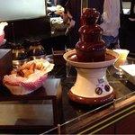 レストラン バーガンディ - チョコレートファウンテンです。マシュマロやバナナ、パンがありました。