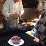 レストラン バーガンディ - 目の前でオムレツを作ってくれます。