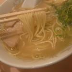 支那そば 三八 - ラーメン(麺持ち上げ)