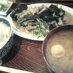 菱田屋 - 鶏肉と水菜の炒め物