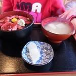イルカ - マグロ丼