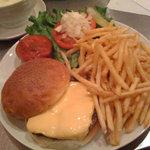 サニーダイナー 本店 - サルサバーガーコンボ + チーズ