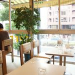 フルーツパーラーフクナガ - 昔ながらの喫茶店のような店内。