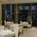 リストランテ ウミリア - 夜はランドマークや横浜美術館を眺めながら・・・。
