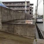 カルナータカー - 第2駐車場の入口