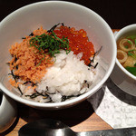 ナナズグリーンティー - いくらと鮭の親子丼(¥980)