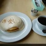 LUANA - マカダミアナッツソースパンケーキとルアナブレンド