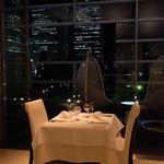 リストランテ ウミリア - 落ち着いて、みなとみらいの夜景を眺めながら素敵なディナーを・・・。